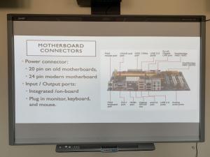 ورشة عمل قطع الهاردوير بكلية الحاسب الآلي بالقنفذة