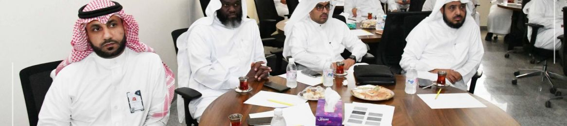 The Dean of the College of Engineering Participates in the Research Meeting of the UQU General Administration of Institutional Communication