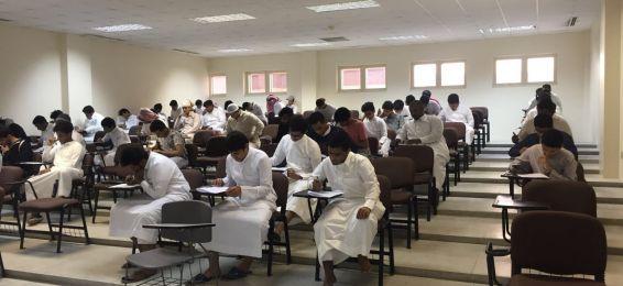 قسم الكيمياء يجري الاختبار النهائي الموحد للكيمياء العامة لطلاب كلية العلوم التطبيقية