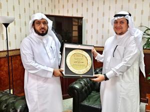 تكريم الأستاذ محمد بن حميد اللحياني عضو هيئة التدريس بقسم الأنظمة