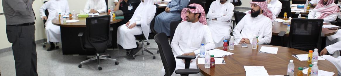 وكالة الجامعة تنفذ ورشة عمل (إعداد أدلة السياسات بالجامعة) بالتعاون مع عمادة التطوير