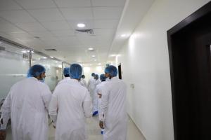 طلاب قسم إدارة أعمال الحج والعمرة يزورون (مصنع تاج الطعام للوجبات الجاهزة)