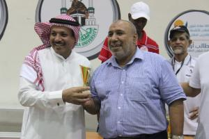 فريق كلية العلوم الاجتماعية يحصل على كأس معالي مدير الجامعة