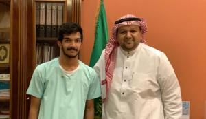 تكريم عميد الكلية للطالب فارس قربان لمشاركته في نادي عشائر الجوالة
