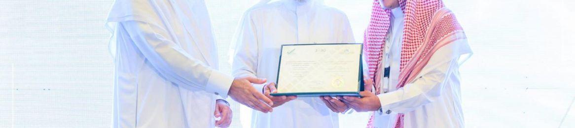 جامعة أم القرى تتسلم شهادة الاعتماد المؤسسي من هيئة التقويم