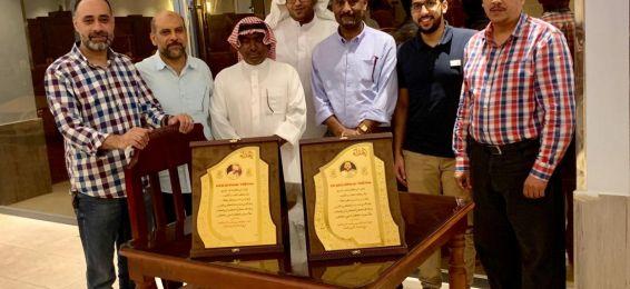 رئيس قسم التربية الفنية بالقنفذة يكرم الزميلين الأستاذ ياسر أبوالحرم والأستاذ عمر مكي