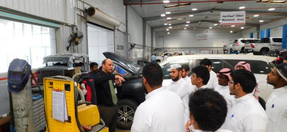 Students of the College of Engineering in Al-Qunfudhah Visit the Toyota Maintenance Center