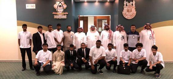 Delegación de la Facultad de Tecnología de La Meca visita al Departamento de Física de la Facultad de Ciencias Aplicadas