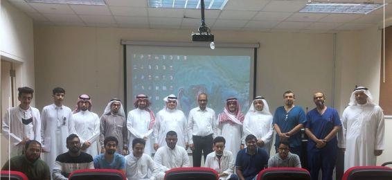 كلية العلوم التطبيقية تعقد لقاءً علمياً خاصاً بسعادة أ.د. إقبال أحمد