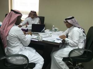 عمادتا الدراسات العليا وتقنية المعلومات تعقدان اجتماعهما الأول لإنشاء النظام الإلكتروني لاستحداث برامجها