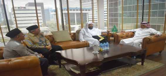 The Dean of the Institute of Arabic Language for Non-Native Speakers Visits the Saudi Embassy in Indonesia