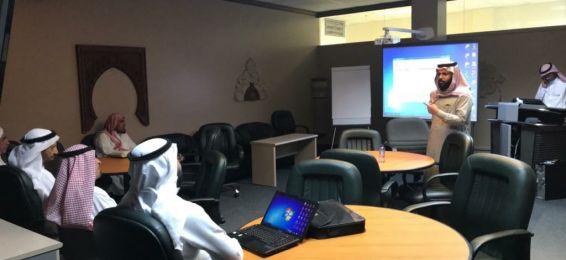 عمادة تقنية المعلومات تعقد ورشة عمل لشرح الخدمات الإلكترونية بكلية الشريعة