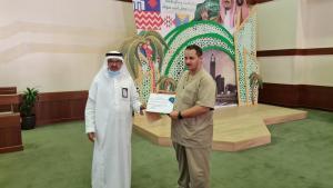 تكريم سعادة عميد شؤون المكتبات للزميل أحمد أبو علي