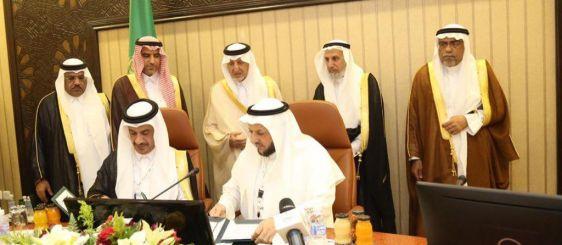 أمير منطقة مكة المكرمة يرأس المجلس المحلي ويشهد توقيع اتفاقيتين للكلية الجامعية بالجموم