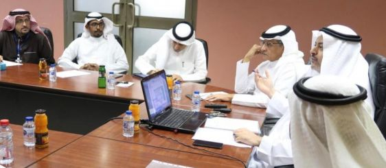 أعضاء فريق خطة تمكين 2023 يناقشون التحليلات الاستراتيجية للجامعة