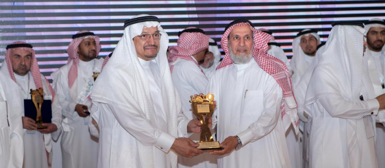 أم القرى تتسلم جائزة التميز للإنتاج العلمي للجامعات السعودية عن محور (العلوم الاجتماعية)