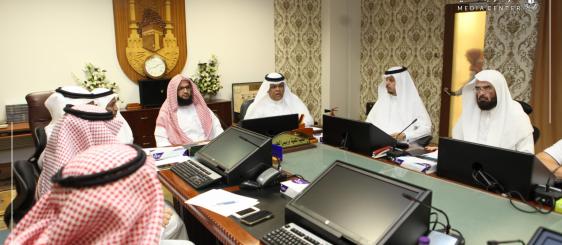 وكيل جامعة أم القرى للتطوير يناقش آلية حصول برنامج الشريعة على الاعتماد الوطني