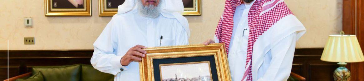 معالي مدير الجامعة يكرم عميد تقنية المعلومات السابق
