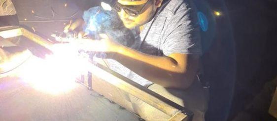 طلاب الهندسة الميكانيكية بأم القرى ينجحون بصنع عربة كهربائية