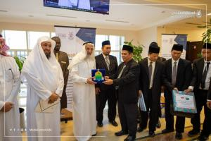 His Excellency UQU President Receives the Arabic Language Instructors from Indonesia and Senegal