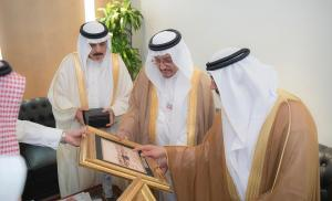 Umm Al-Qura University Presents the Creative Products of Wadi Makkah Company to Three Gulf Ministers of Education