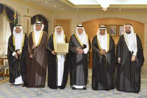 Prince of Makkah and His Deputy Receive the Certificate and Report on Umm Al-Qura University Attaining Institutional Accreditation