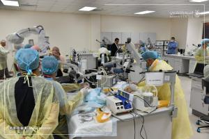 (15) متدرباً في برنامج طب (أم القرى) لتشريح الأذن بتقنيات المايكروسكوب