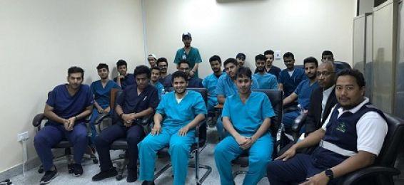إدارة التثقيف الإكلينيكي بالشؤون الصحية تقيم دورة تدريبية لطلاب كلية الصحة العامة