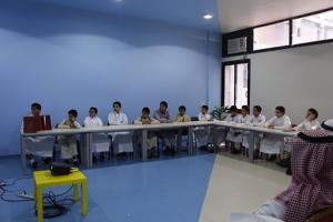 كلية الصحة العامة تقيم دورة بعنوان (مدخل في الوقاية والإسعافات الأولية) بمدرسة الفلاح
