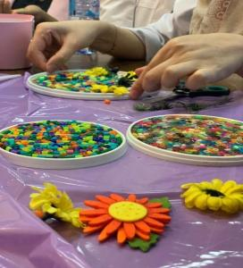 Pharmacy Club at the Deanship of Student Affairs Conducts a Professional Crafts Workshop