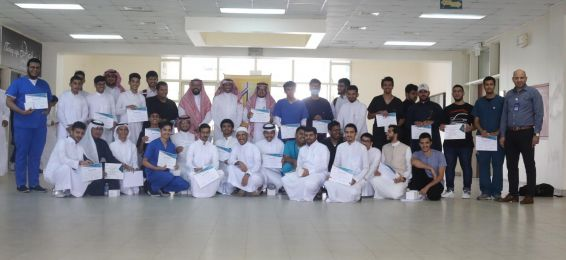 Dean of the Joint First Year Honors Outstanding Students During His Meeting with Educational Divisions Representatives