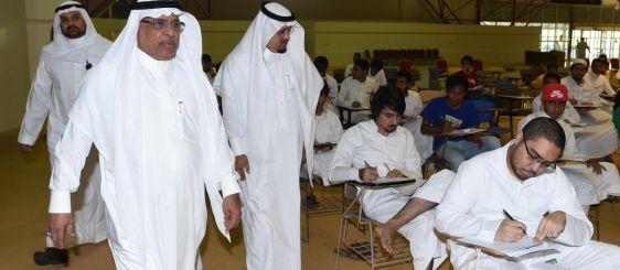 معالي مدير الجامعة يتفقد سير الاختبارات التحريرية لـ 1450 طالباً