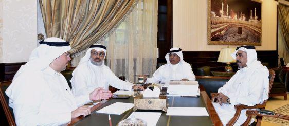 معالي مدير الجامعة يناقش الخطة الاستراتيجية لكرسي الملك سلمان لدراسات تاريخ مكة المكرمة