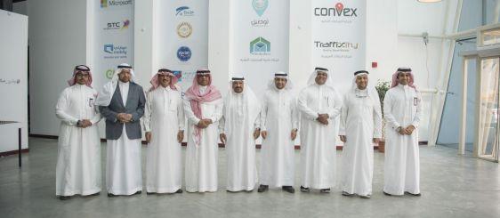 El rector de la Universidad de la Frontera Norte y miembros del Consejo de Consulta visitan a Makkah Valley