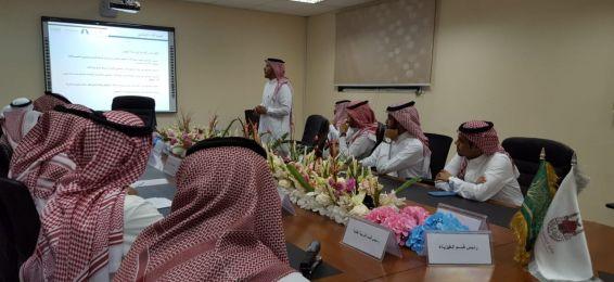 اجتماع عمادة شؤون أعضاء هيئة التدريس والموظفين بالجامعة بموظفي كليات الفروع بالقنفذة