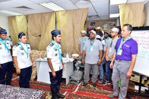 نادي عشائر الجوالة بأم القرى يشارك في إرشاد وتفويج الحجاج