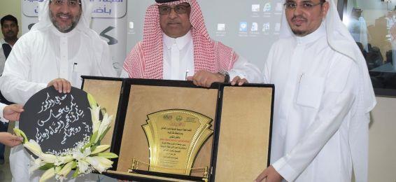 مدير الجامعة يكرِّم المشاركين بورشة عمل اللجنة الرئيسية للتوعية بأضرار التدخين بإمارة مكة